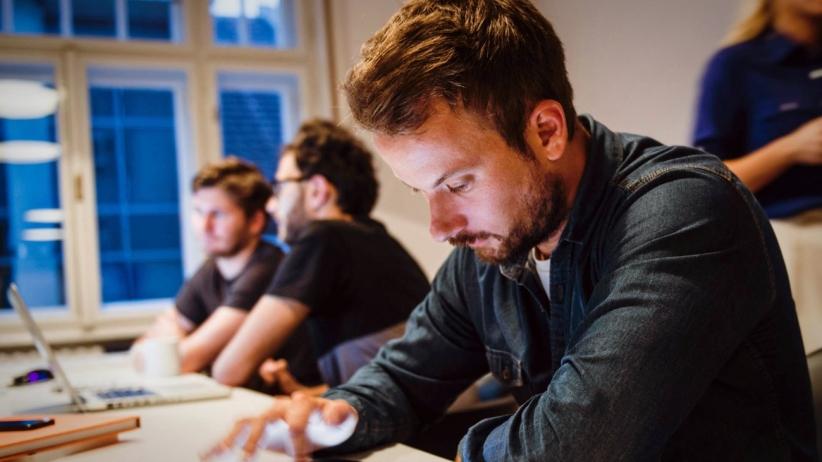20150508212928-workers-workplace-employee-tech-ipad-desk.jpeg