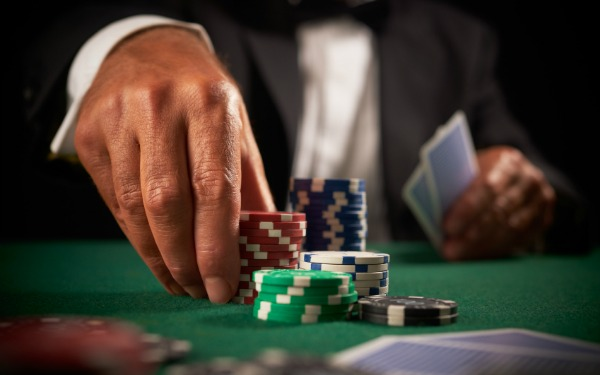 5023139b813761344476059facebook-lets-you-gamble-with-real-money-in-the-uk-video-cragau.jpg