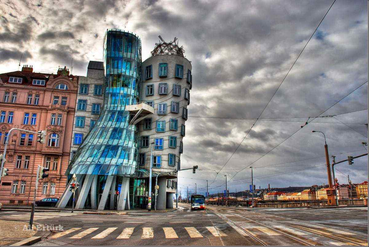 Dancing-House-Pictures-Fred-and-Ginger-Building-in-Prague.jpg
