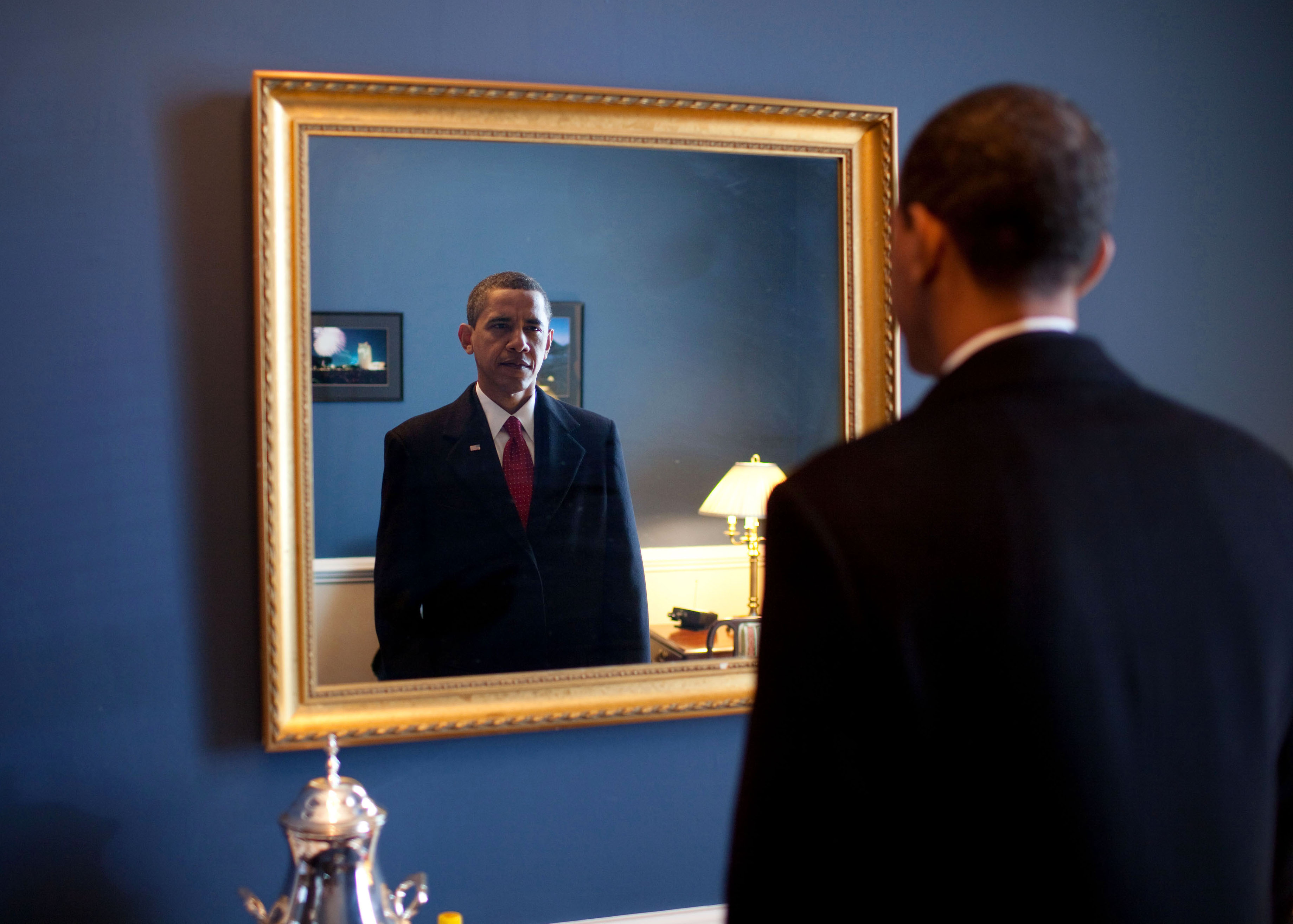 barack_obama_takes_one_last_look_in_the_mirror_before_going_out_to_take_oath_jan_20_2009.jpg