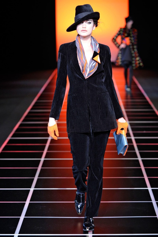 Armani_woman_suit.jpg