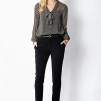 Képlet az egyszerű, de divatos munkahelyi öltözködéshez