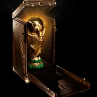 VB 2014: Louis Vuitton táskában utazik a focikupa