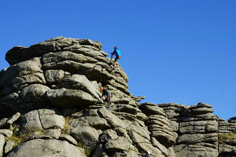 rock-climbing-1954885_960_720.jpg