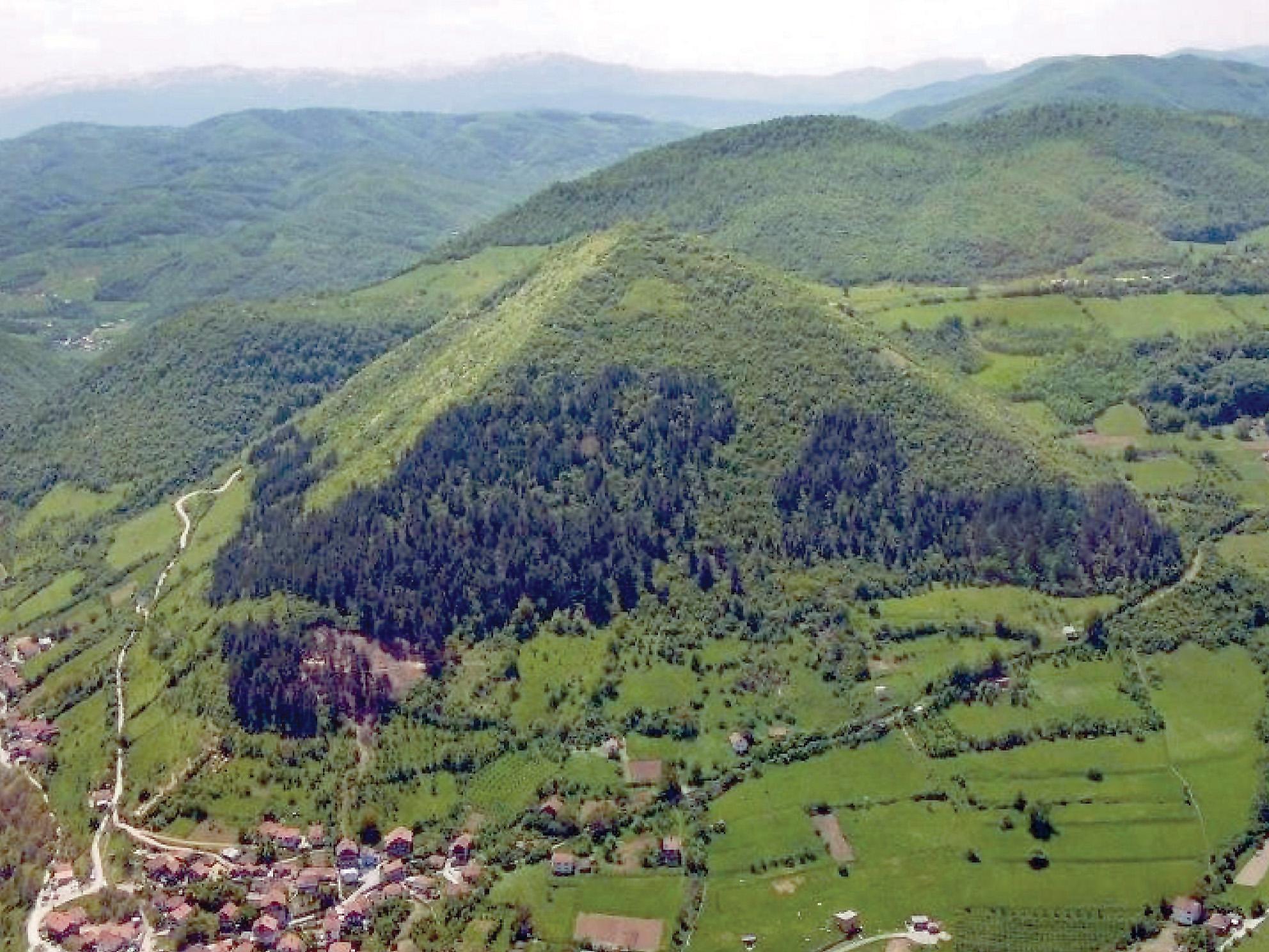 Karbon társkereső boszniai piramis