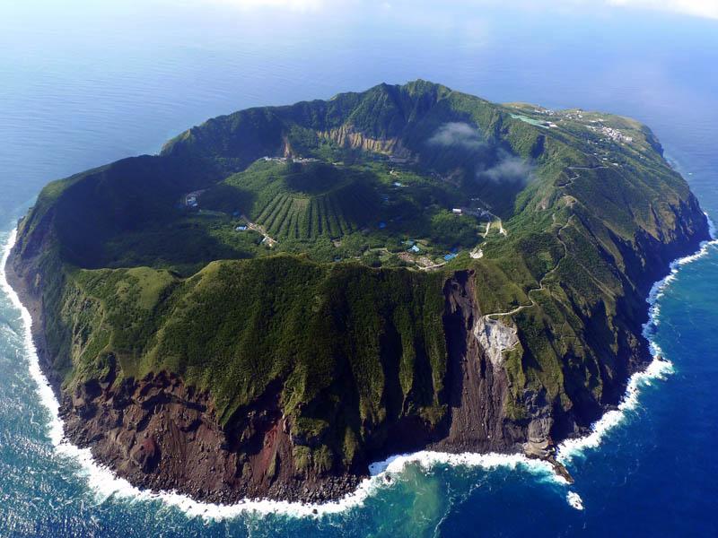 aogoshima-island-volcano.jpg