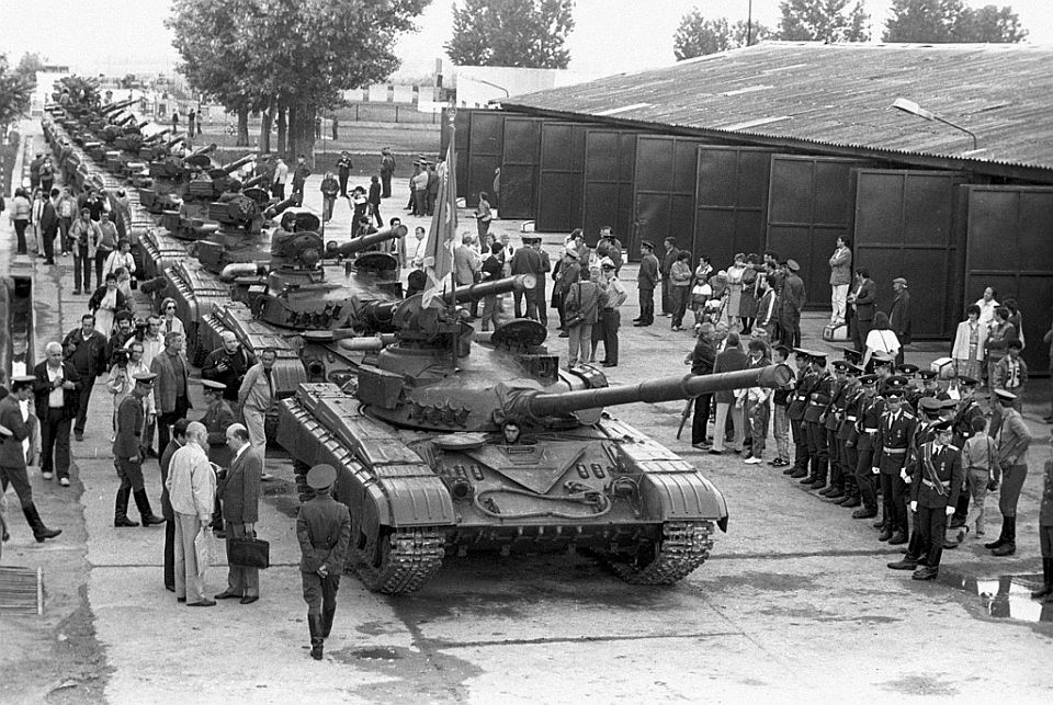 rian_archive_825492_military_equipment_leaving_the_country_withdrawal_of_soviet_troops_from_hungary.jpg