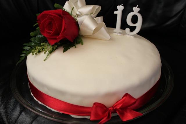 19 szülinapi köszöntő Joghurtos málnás torta   Cake Love   minden, ami torta 19 szülinapi köszöntő