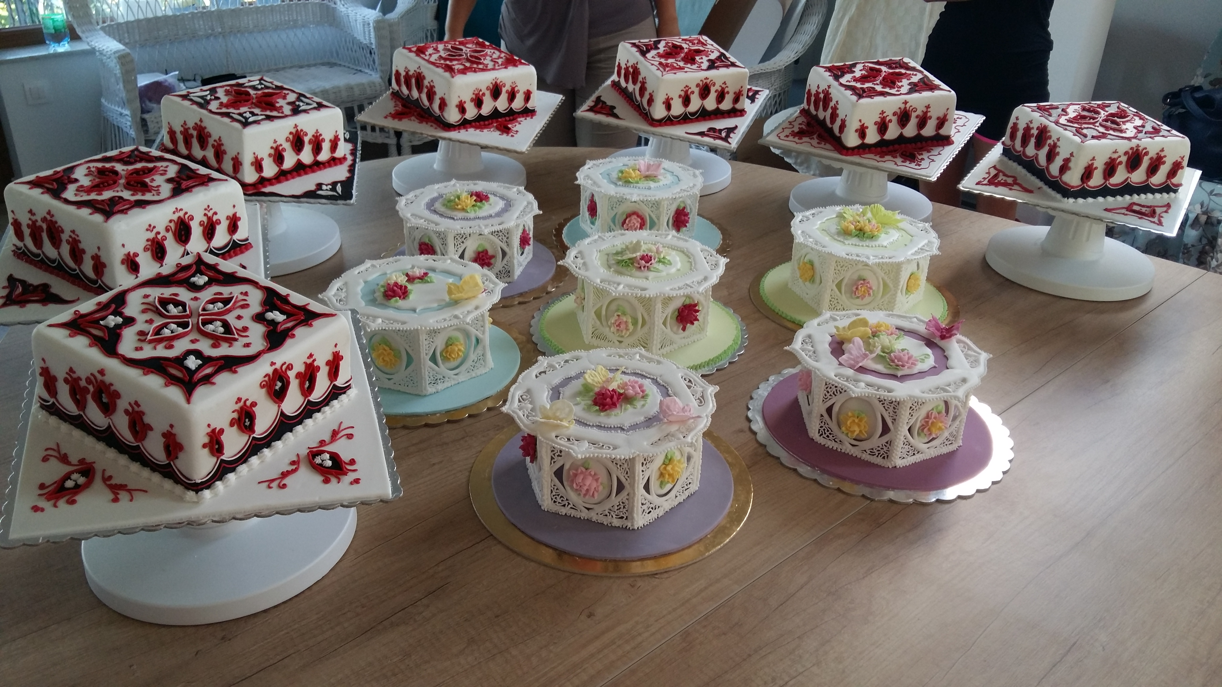 Milyen egy glazúrozó tortadíszítő tanfolyam?