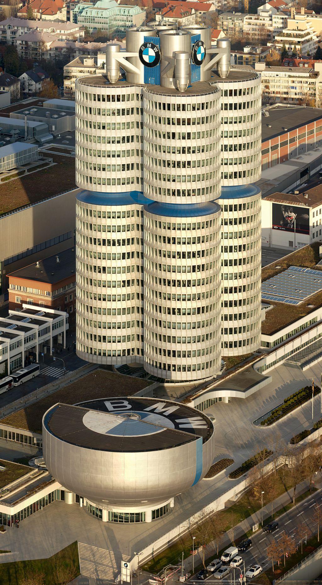 1972-ben adták át a BMW új bázisát, a négy hengert.