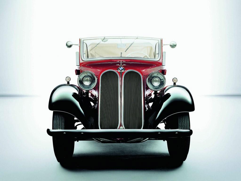 Az első pár vese. 1933-ban mutatkozott be a BMW 303.