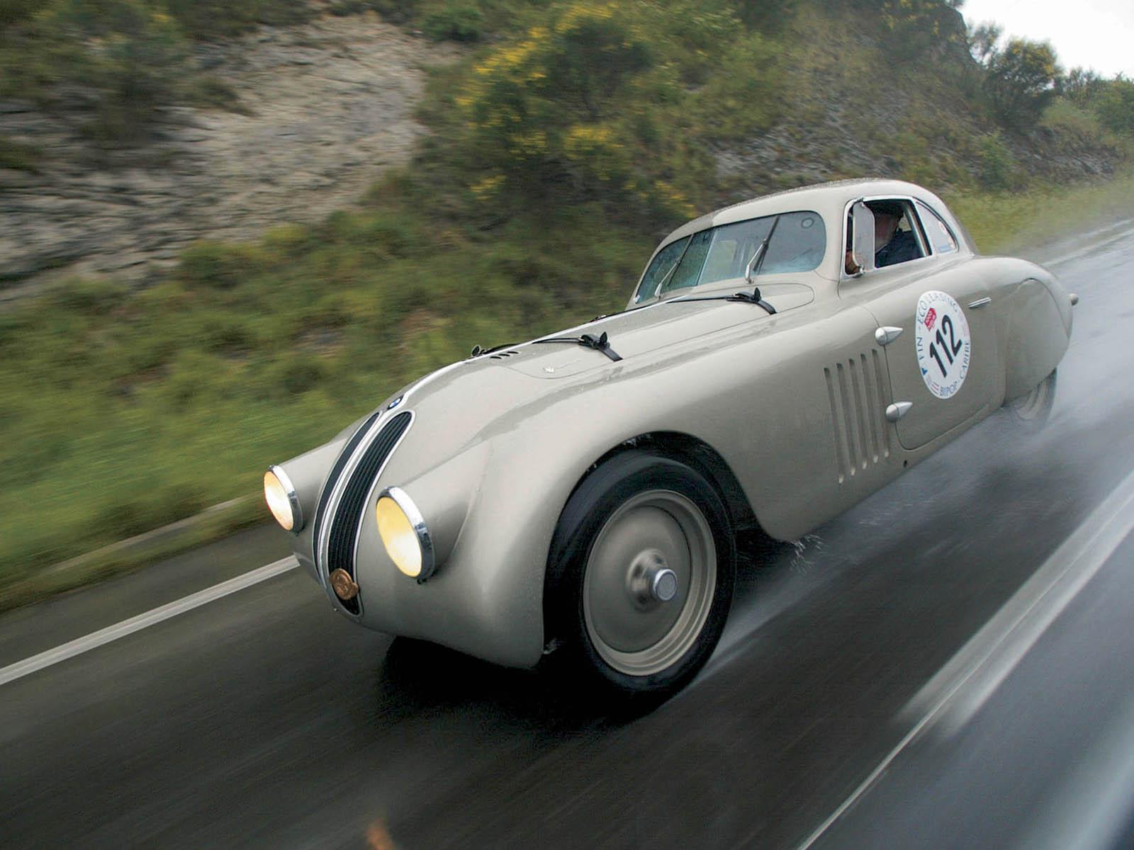 Még a háború előtt kipróbálták magukat a versenysportban, sikerrel: 1938-ban a BMW 328 nyert a Mille Miglián. Lett volna folytatása is, ha nem jön közbe a háború.