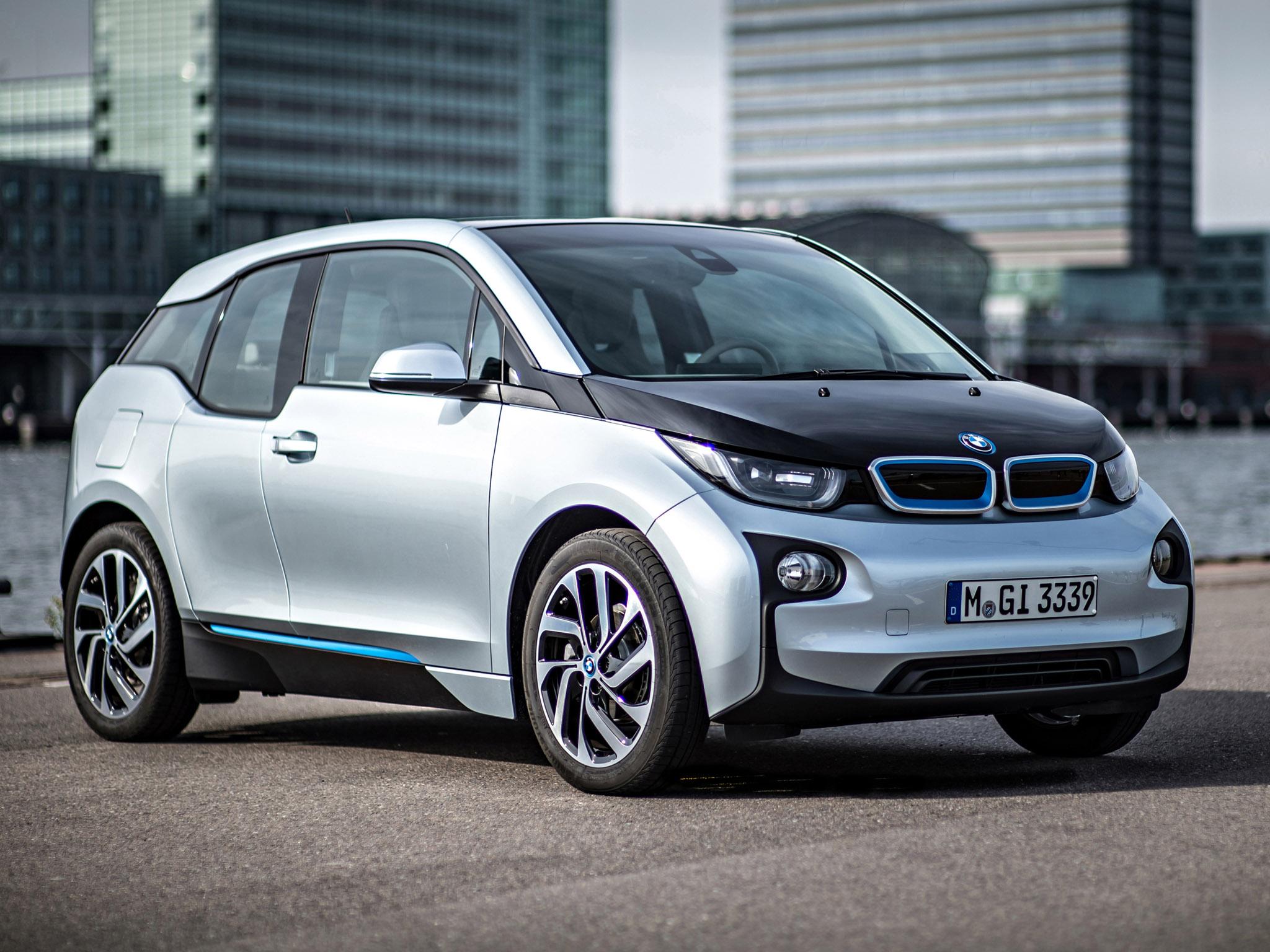 Végül a BMW jövője: a merész, előremutató, elektromos i3. A 2014-es Év Autója díj szavazásának második helyezettje. Simán nyerhetett volna.