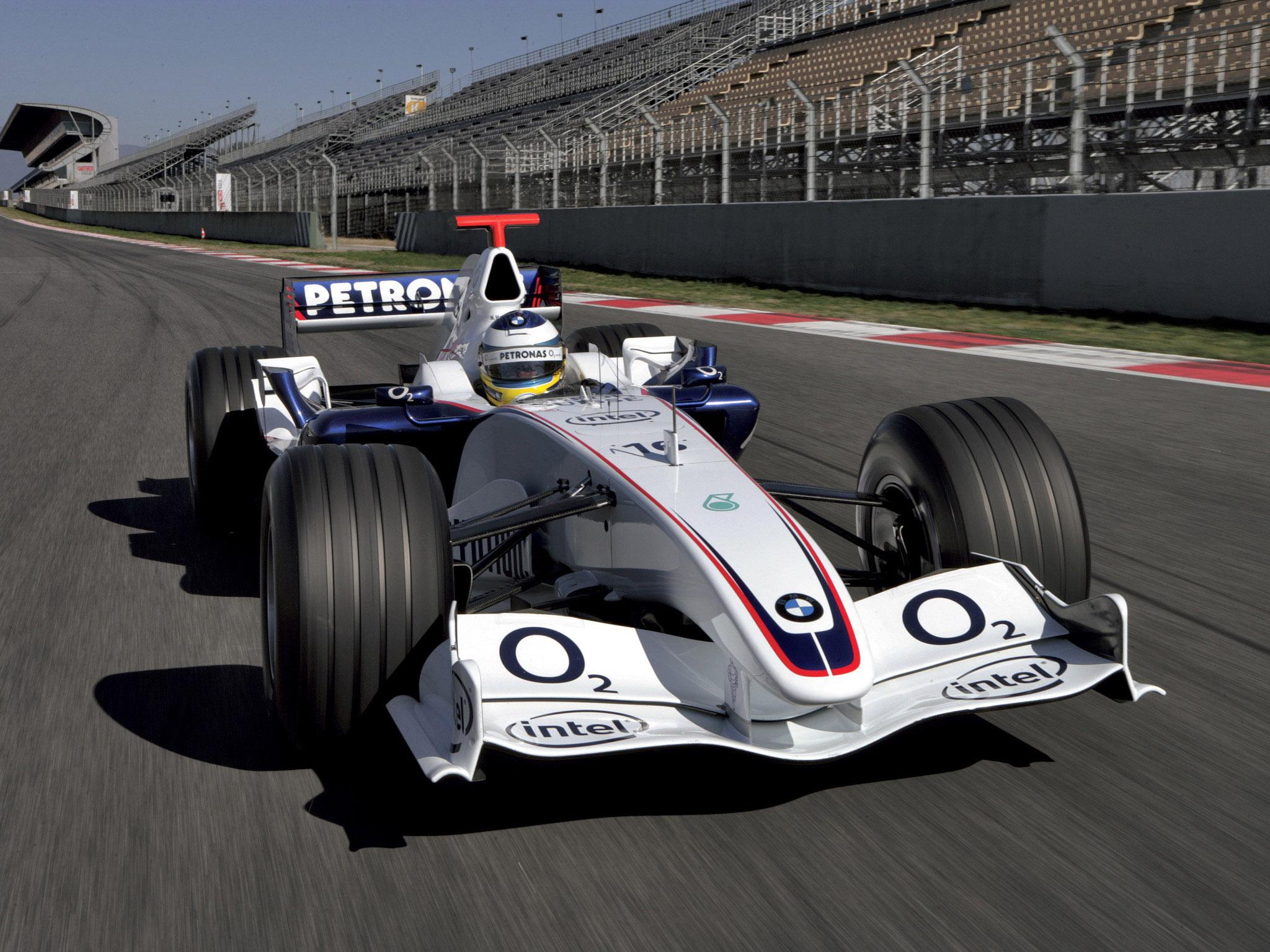 2005 végén szakítottak Frank Williams-szel, 2006-ra megvették Peter Sauber csapatát és 2009-ig BMW Sauber néven gyári csapatként versenyeztek. Velük szerezte meg egyetlen futamgyőzelmét Robert Kubica, de a BMW-nél ért véget Jacques Villeneuve pályafutása és ugyanitt kezdődött el Sebastian Vettel F1-es karrierje is.