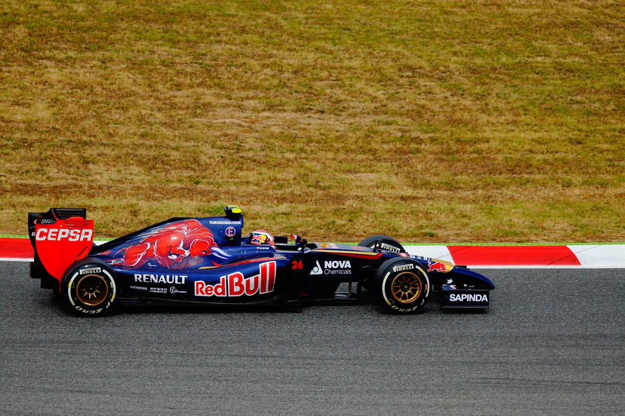 car-racing-1404050_1280.jpg