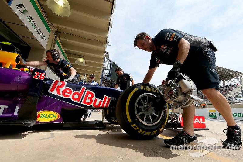 f1-brazilian-gp-2015-daniil-kvyat-red-bull-racing-rb11.jpg