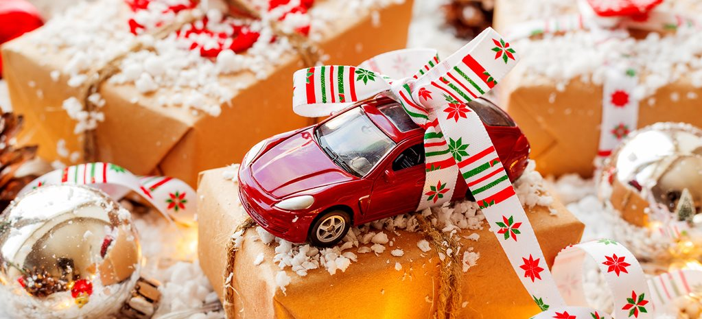 car-christmas-presents-gift.jpg