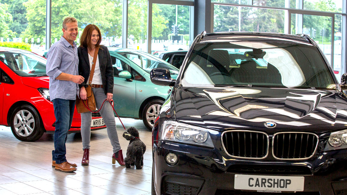 carshop-couple-with-dog.jpg