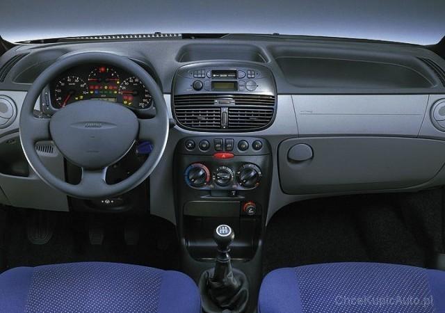 fiat-punto-hatchback-3-drzwiowy-1290-4163_v1.jpg