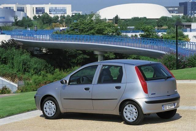 fiat-punto-hatchback-5-drzwiowy-444-5522_v1.jpg