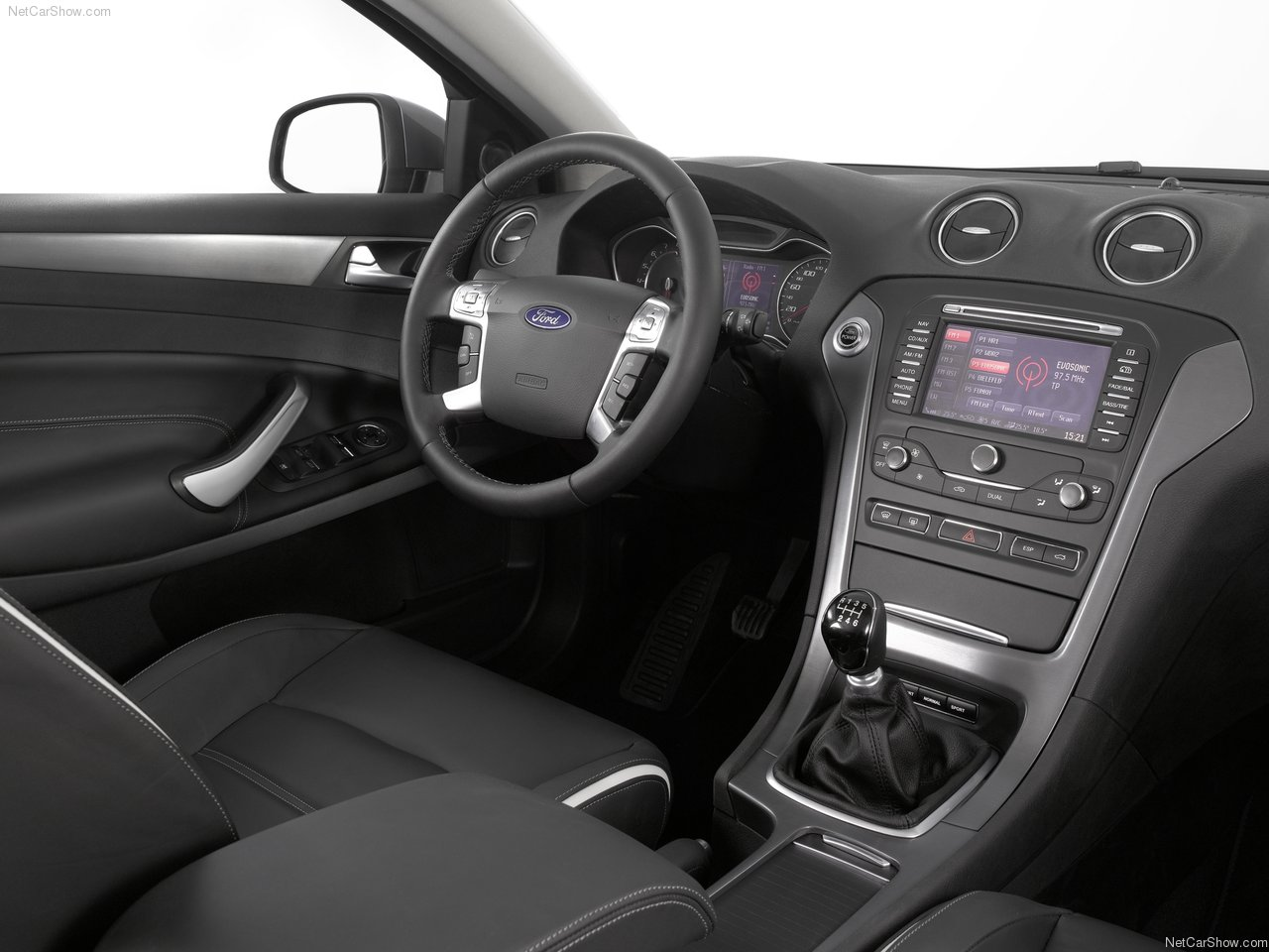 ford-mondeo_wagon-2011-1280-0b.jpg