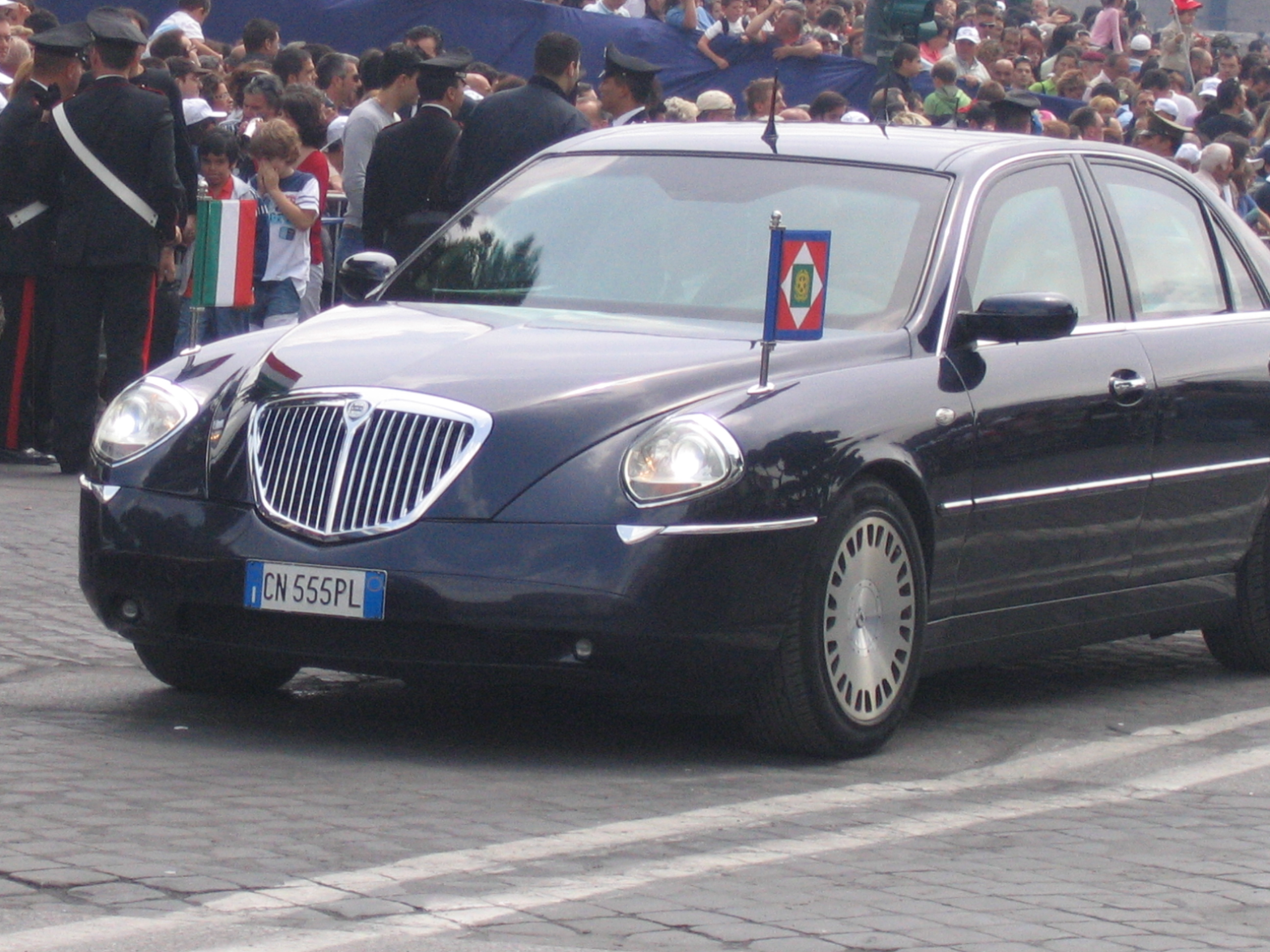 lancia_thesis_state_car_president_of_italy_20_by_yamalama1986-d8iueq3.jpg