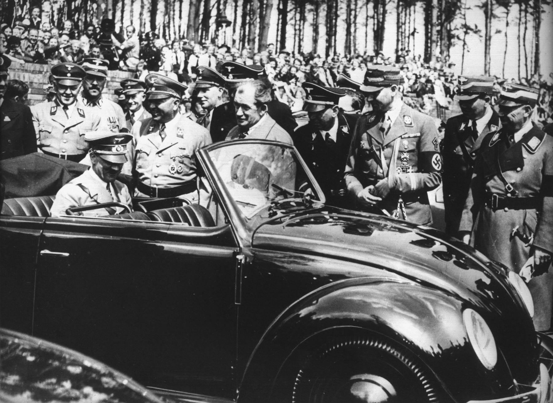 main-83904303-picture-alliance-dpa-vw-volkswagen-beetle-prototype-convertible-adolf-hitler-ferdinand-porsche-middle-no-hat-1936-stuttgart-nazis.jpg