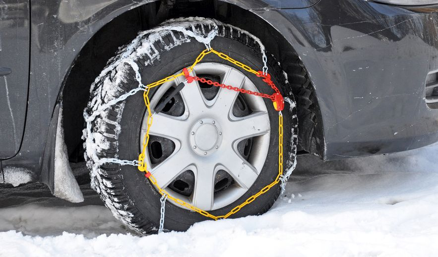 tyre_with_snow_chains.jpg
