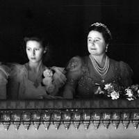 Tíz kép - II. Erzsébet operába megy