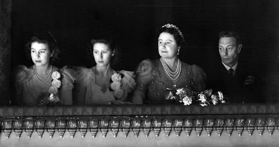 01_king_george_vi_and_queen_elizabeth_with_their_two_daughters_in_the_royal_box_for_the_reopening_of_the_royal_opera_house_covent_garden_london_in_1946.jpg