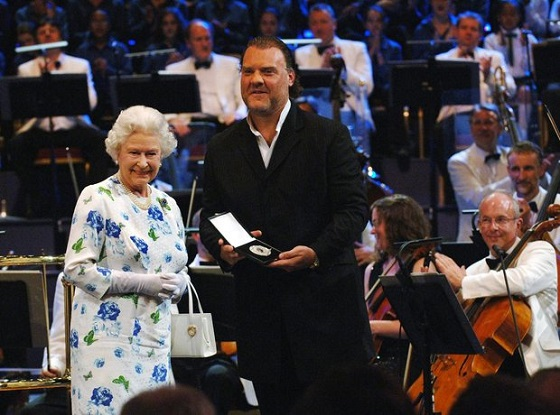 09_terfel_the_queen_s_medal_for_music_2006.jpg