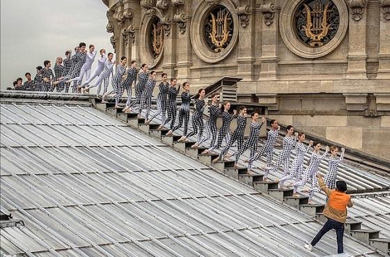 7_rooftop-dancers-in-paris-by-jr-palais-garnier-street-art-art-untapped-cities.jpg