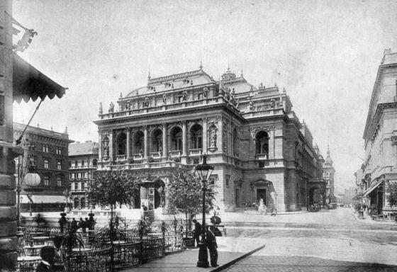 Andrássy_út_Budapest_1896.jpg