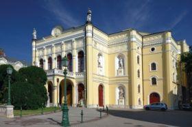 Debreceni Csokonai színház.jpg