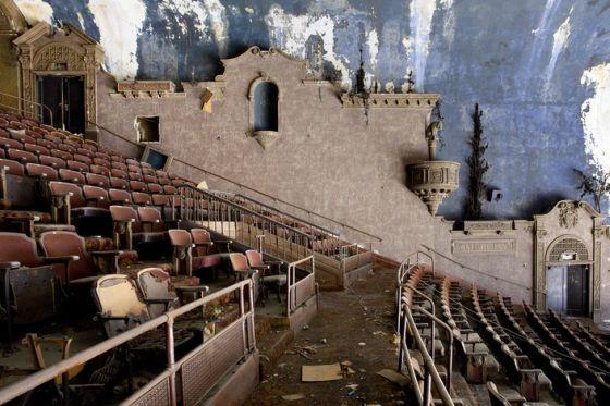 lepusztult színházak2.jpg