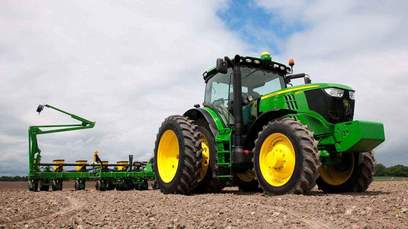 row-crop-tractor-group-r4b009242-1366.jpg