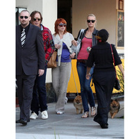Mickey Rourke új barátnője és kutyája társaságában