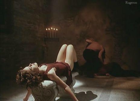 Alyssa_Milano-Embrace_Of_The_Vampire-05.jpg