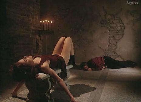 Alyssa_Milano-Embrace_Of_The_Vampire-06.jpg