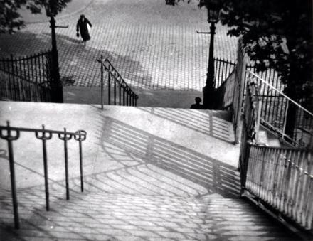 AndreKertesz_stairs_of_montmartre_1925.jpg