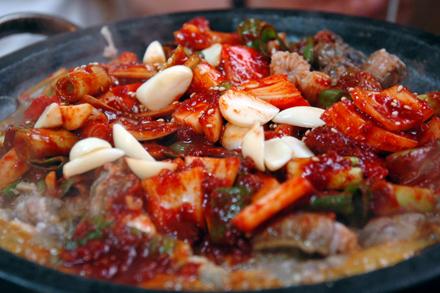 Korean_cuisine-Kkomjangeo_bokkeum-01.jpg