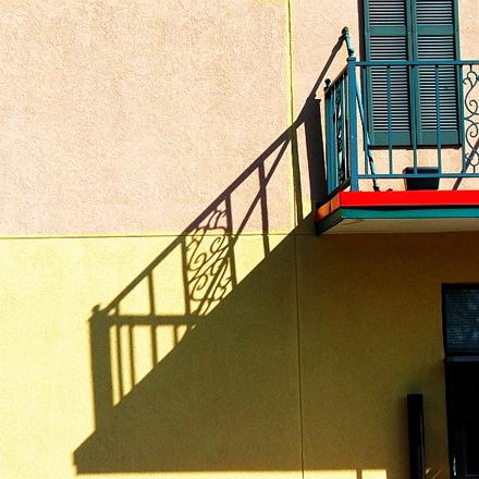 Balcony_by_sycamores_and_cedars.jpg