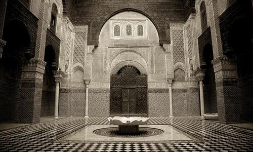lowcost-morocco-travel-medersa-el-attarine2.jpg
