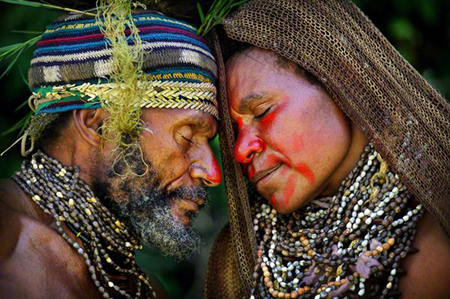 papua-new-guinea-couple-courtship_46250_600x450.jpg