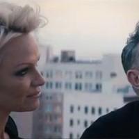 Pamela Andreson domborít Morrissey új videójában