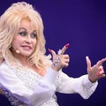 Dolly Parton elvitte az egész Glastonbury-t