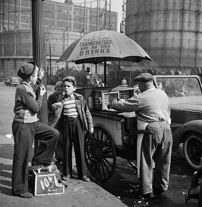 vintage-photographs-new-york-street-life-stanley-kubrick-10-59a91cfe990ab_700.jpg
