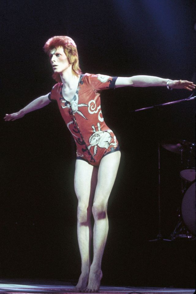 1970s-david-bowie-fashions-13.jpg