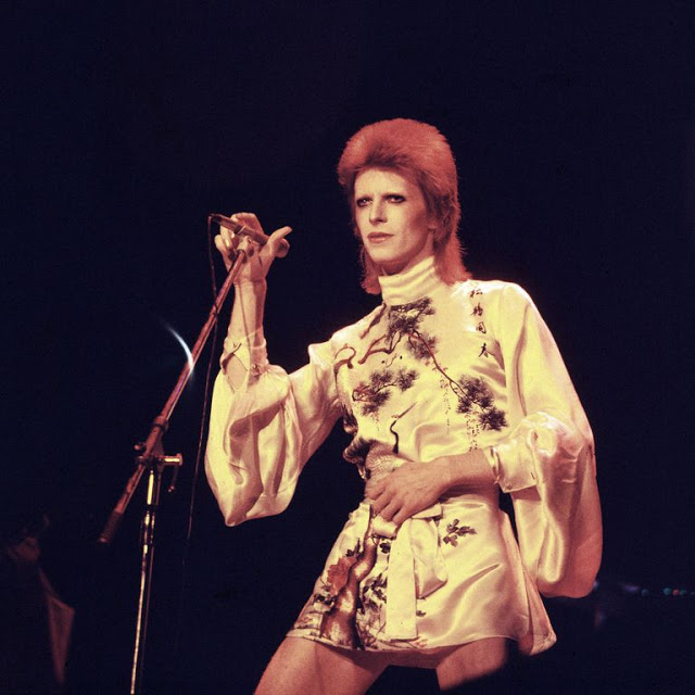 1970s-david-bowie-fashions-15.jpg