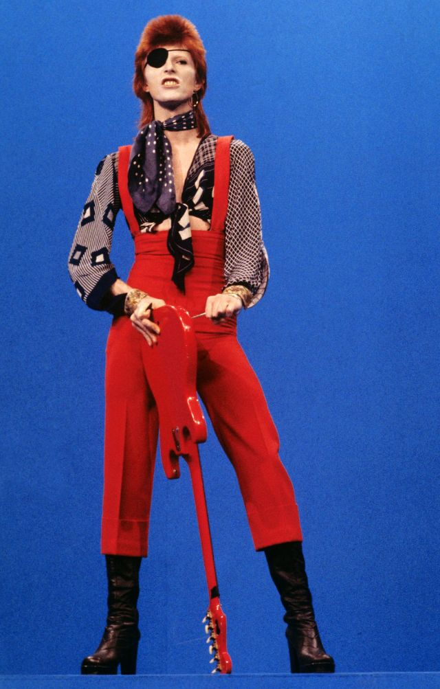 1970s-david-bowie-fashions-23.jpg